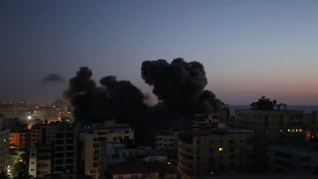 stockvideo's en b-roll-footage met israeli warplanes destroyed a 12-story building in gaza city early wednesday, may 12. the building, located in al-rimal neighborhood in the central... - israël