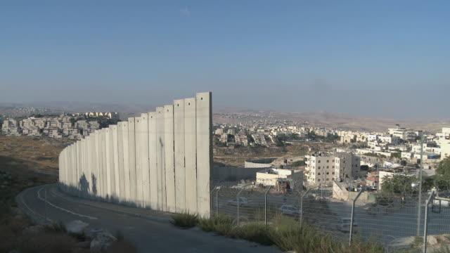 ws israeli west bank wall / jerusalem, israel - recinzione video stock e b–roll