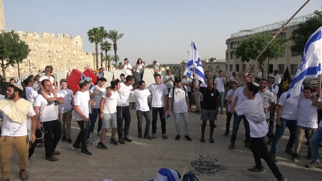 """israelis dance with the israeli national flag as they take part in the annual jewish nationalist """"jerusalem day"""" march to mark the 54th anniversary... - festliches ereignis stock-videos und b-roll-filmmaterial"""
