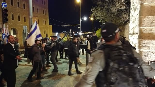 """israelis from the far-right anti-assimilation group lehava cursing at arabs and shouting """"jewish blood is no longer for the taking"""" as they march... - middle eastern ethnicity stock videos & royalty-free footage"""