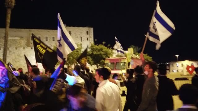 israelis from the far-right anti-assimilation group lehava march toward the old city on april 22 in jerusalem, israel. hundreds of jewish far-right... - middle eastern ethnicity stock videos & royalty-free footage