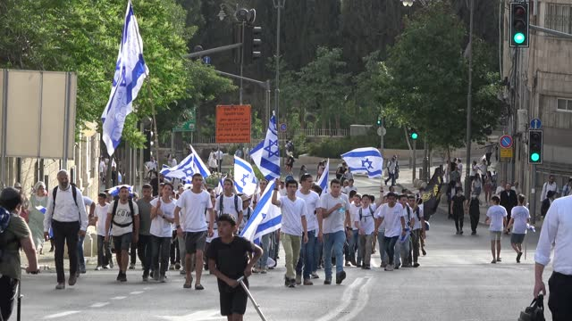 """israelis march with israeli national flags as they take part in the annual jewish nationalist """"jerusalem day"""" march to mark the 54th anniversary of... - middle eastern ethnicity stock videos & royalty-free footage"""