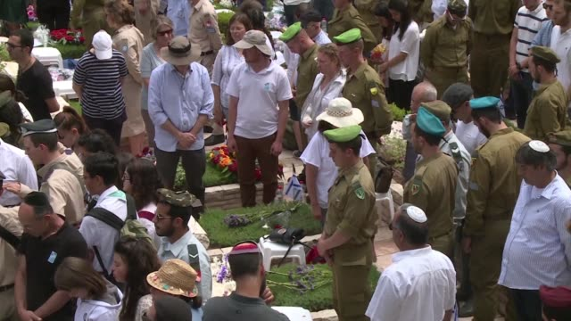 israelis stood silent for two minutes while sirens wailed across the country on monday marking an annual day of remembrance for fallen troops and... - remembrance day stock videos & royalty-free footage