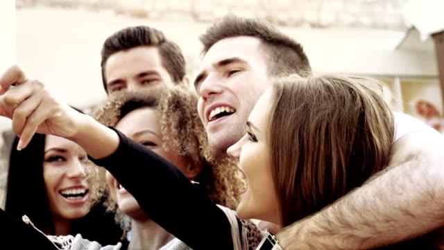 gruppe von freunden, schülern in istanbul - jungtier stock-videos und b-roll-filmmaterial