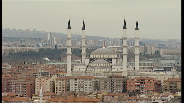 istanbul general views; high angle view tower of mosque with music coming from loudspeakers sot; high angle view blue mosque and city buildings all... - all around competition stock videos & royalty-free footage