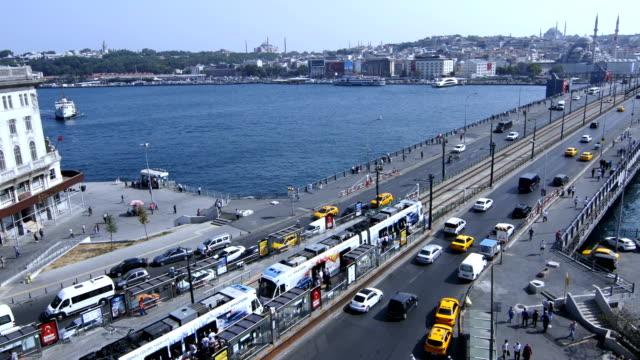 stockvideo's en b-roll-footage met istanbul karakoy galata brug time-lapse - 15 juli martelaarsbrug