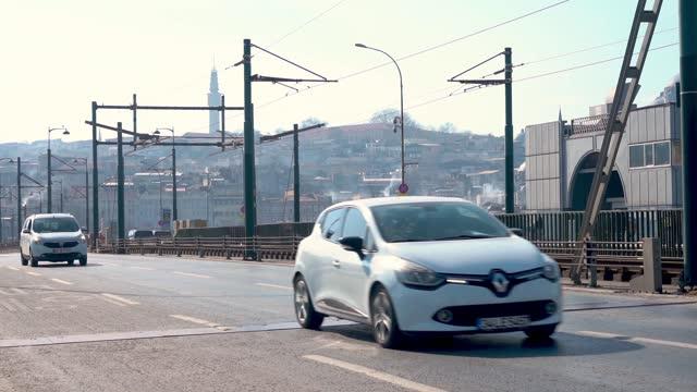 istanbul, turkiet - februari 04,2021:trafik på galata bridge i istanbul. - editorial bildbanksvideor och videomaterial från bakom kulisserna