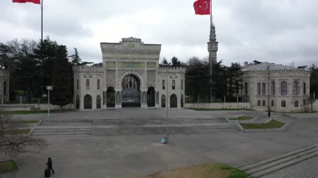 istanbul, turkey's most populous city as well as its cultural, historical and financial heart, has seen empty streets and squares on march 25, 2020... - トルコ点の映像素材/bロール