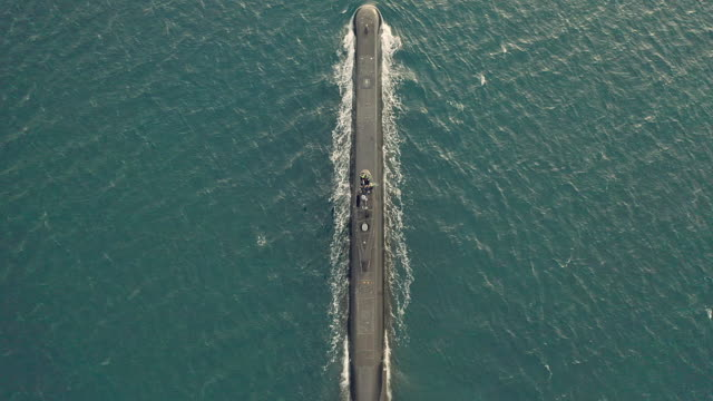 それはいつでも下に行くことができる - 潜水艦点の映像素材/bロール
