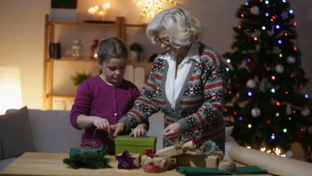 it is great time with grandma - tre quarti video stock e b–roll