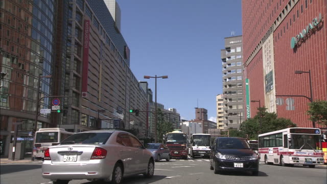 vídeos de stock, filmes e b-roll de it is known as the biggest entertainment district in kyushu island with a lot of shopping center commercial building and so on tenjin area is located... - prefeitura de fukuoka