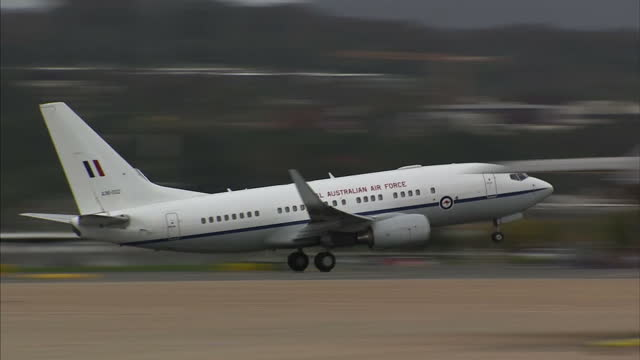 it is the last day of the duke and duchess of cambridge's royal tour of australia and new zealand shows exterior shots of the royal australian air... - schlußtag stock-videos und b-roll-filmmaterial