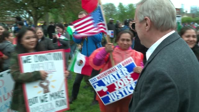 stockvideo's en b-roll-footage met wgn it was a day of protest across the country and in chicago as a variety of groups got together to march in support of a variety of issues and in... - deportation