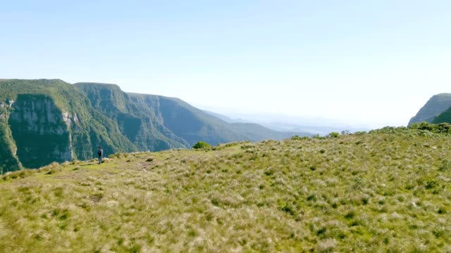 itaimbezinho canyon in cambará tun sul, rs, brasilien - bundesstaat rio grande do sul stock-videos und b-roll-filmmaterial
