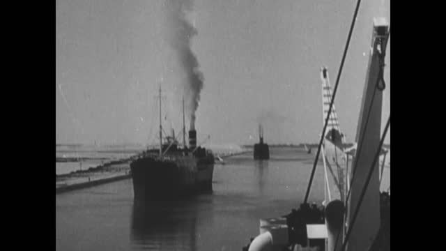 italian army moving throught suez canal - suez canal stock videos & royalty-free footage