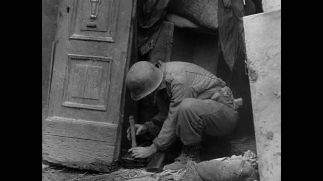 italian civilians back in their ruined town / us soldiers helping the civilian people - forze armate statunitensi video stock e b–roll
