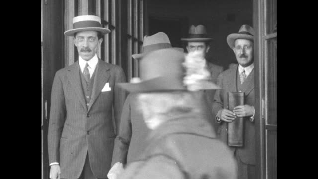 italian delegate antonio salandra stands at an open door he and an unidentified man seated in a car / note exact month/day not known - botschafter stock-videos und b-roll-filmmaterial