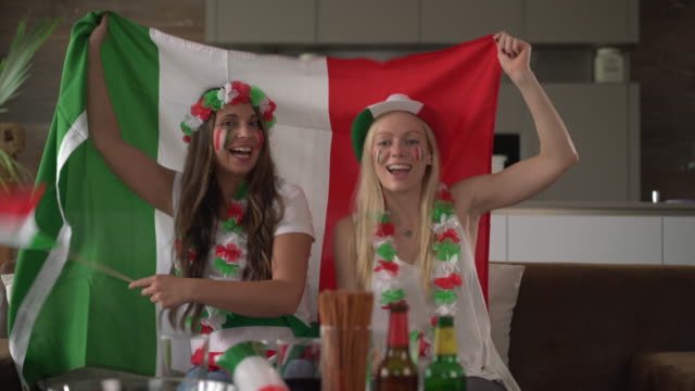italian fan girls cheering