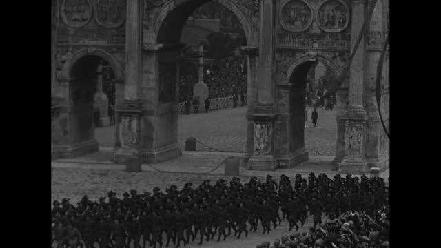 vs italian fascist cavalry marches thru the arch of constantine in rome as crowds cheer / ls italian military marches with roman colosseum background... - symbol stock videos & royalty-free footage