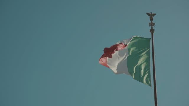 italienische flagge 4 k - italienische flagge stock-videos und b-roll-filmmaterial