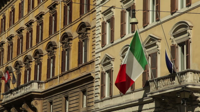 WS LA Italian flag on balcony / Rome, Italy