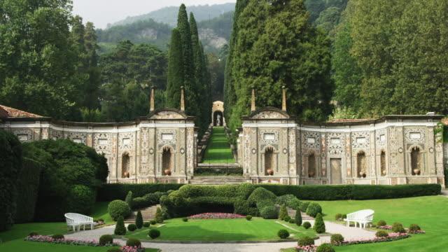 ws italian garden near lake como / italy - formal garden点の映像素材/bロール