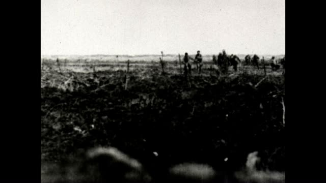 italian gunner followed by british raiders bringing in prisoners from a us army signal corps film. - 囚人点の映像素材/bロール
