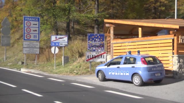 Italian police officers are positioning themselves in Claviere on the French Italian border to patrol and prevent the refoulement of migrants on...