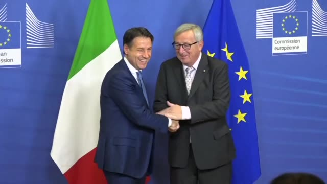 italian prime minister giuseppe conte is welcomed by eu commission president jean claude juncker in brussels as he arrives for a working dinner amid... - prime minister video stock e b–roll