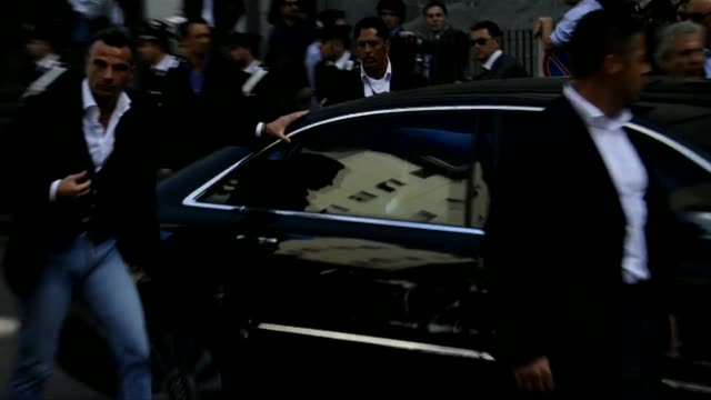 vídeos de stock e filmes b-roll de italian prime minister silvio berlusconi and supporters outside milan's justice court after a legal hearing over allegations of fiscal fraud and... - crime or recreational drug or prison or legal trial