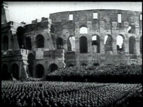 vídeos de stock, filmes e b-roll de italian soldier / crowd of people gathered at the colosseum in rome / benito mussolini speaking - benito mussolini