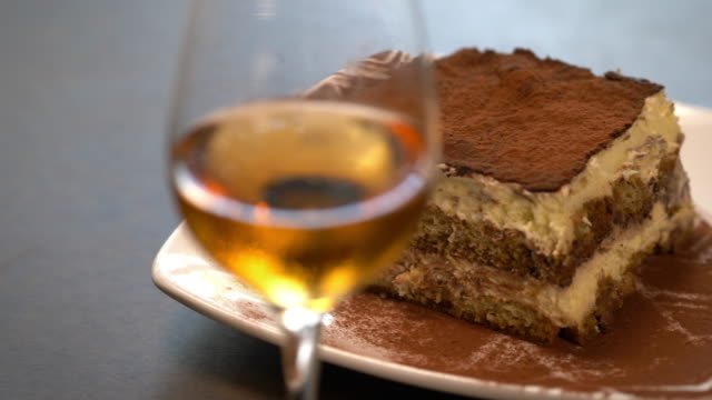 vidéos et rushes de italian tiramisu paired with a dessert wine - pan across. - anorexie nerveuse
