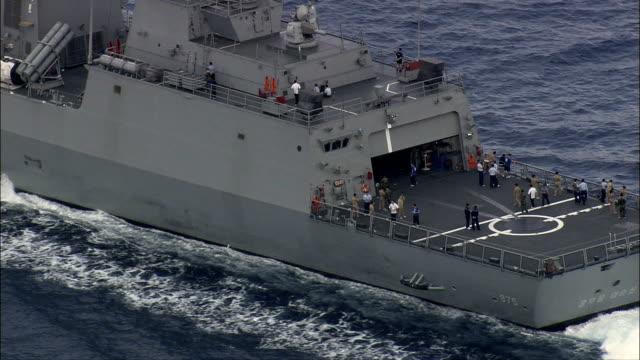 Italien navire de guerre et soutien à Détroit de Messine-Vue aérienne de la Sicile, en Italie