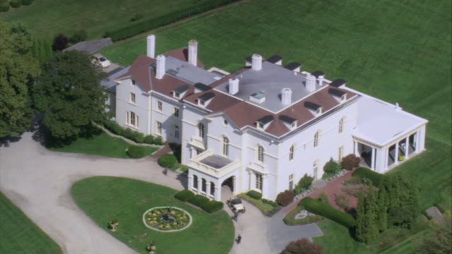 aerial italianate architecture of the beechwood mansion / newport, rhode island, united states - herrenhaus stock-videos und b-roll-filmmaterial