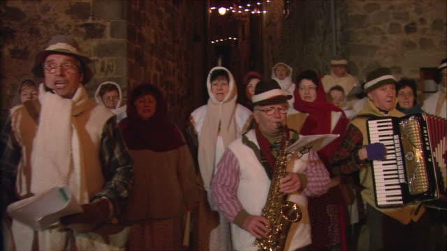 ms pan italians singing christmas carols by bonfire / tuscany, italy - carol singer stock videos & royalty-free footage
