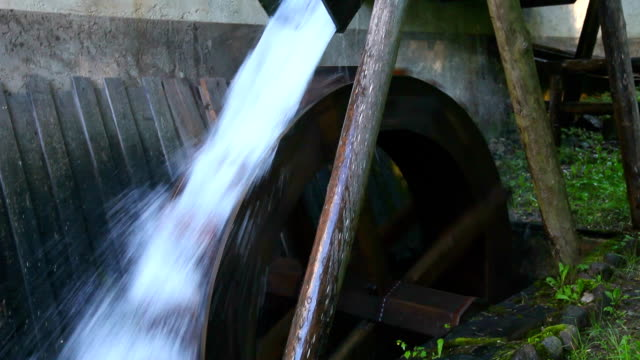 italy, cavalese, wheel of a mill for the cutting timber - カバレーゼ点の映像素材/bロール