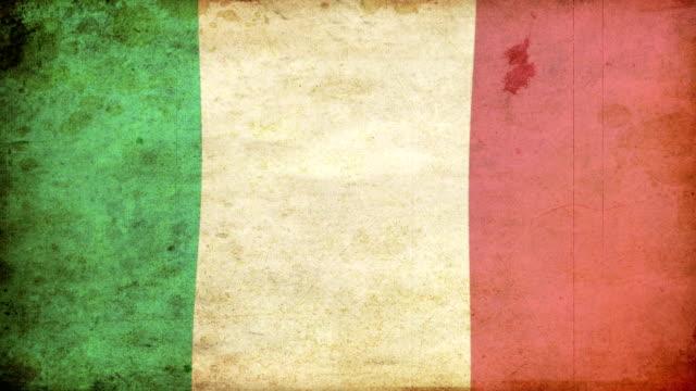 italien-flagge mit grunge.  hd - - ausgefranst stock-videos und b-roll-filmmaterial