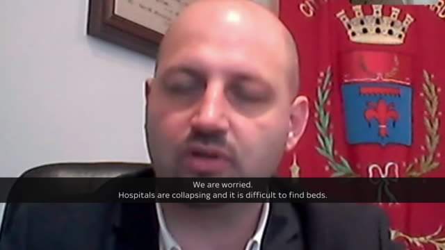 - italy in state of stress as death toll rises in covid-19 outbreak shows: interview over laptop with mayor of alzano, lombardy camillo bertocchi,... - italienische flagge stock-videos und b-roll-filmmaterial