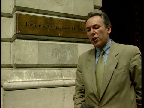 stockvideo's en b-roll-footage met international criminal court proposal:; england: london: foreign office: lloyd i/c tx 18.7.98/17.10 - itv evening bulletin