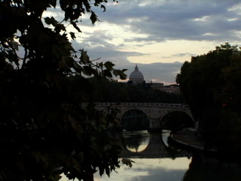 ms, italy, rome, ponte sisto with st. peter's basilica dome in background - ponte stock videos & royalty-free footage
