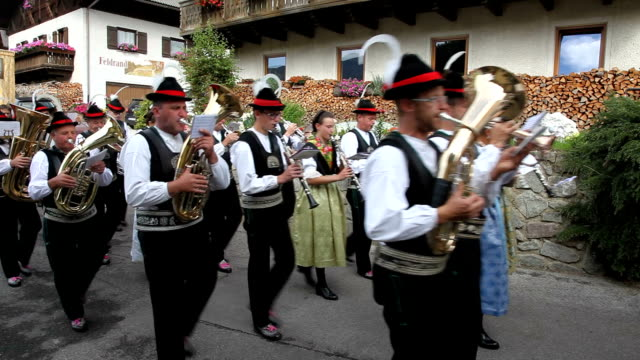 vídeos y material grabado en eventos de stock de italy, sued tirol, alto adige, valdurna, durnholz - vestido tradicional