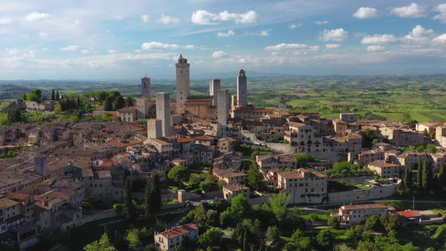 italy, tuscany, val d'elsa. aerial view of the medieval village of san gimignano, a unesco world heritage site - town video stock e b–roll