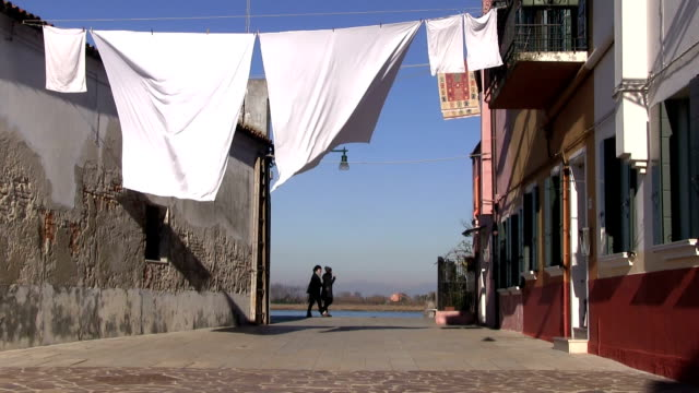 vídeos y material grabado en eventos de stock de italy, venice - clothesline