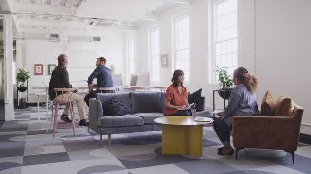 stockvideo's en b-roll-footage met het is een creatieve plek die leidt tot meer betrokkenheid en interactie - employee engagement
