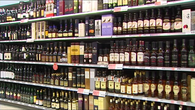 it's a problem that costs scotland more than three a half billion pounds a year now the government wants to tackle the country's binge drinking... - suchtmittel abhängigkeit stock-videos und b-roll-filmmaterial