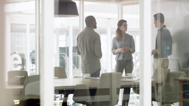 成功を確実にするために効果的な議論をすることだ - 従業員エンゲージメント点の映像素材/bロール