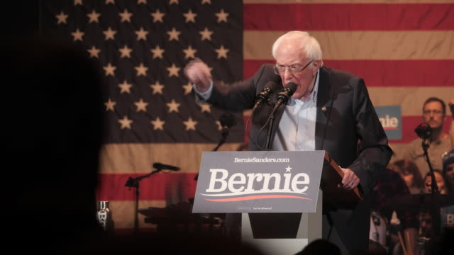 vídeos de stock, filmes e b-roll de it's election year in the u.s. and later today the democrats will begin their selection of a candidate to take on president trump.the iowa caucus ..... - bernie sanders