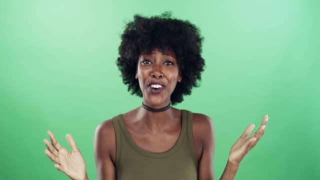 vídeos y material grabado en eventos de stock de ¡es incluso mejor que como dijeron que sería! - expresión facial