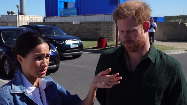 """vídeos y material grabado en eventos de stock de """"it's good to talk."""" the message on mental health from the duke and duchess of sussex in south africa today, as they visited charities which work... - salud mental"""