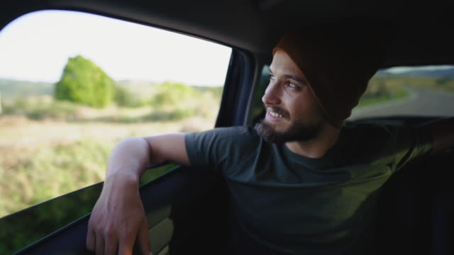 it's hard not to be happy on a road trip - peluria del viso video stock e b–roll